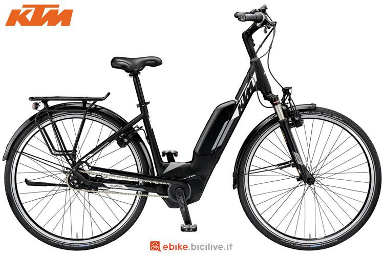 Una bici elettrica urbana KTM Macina City 5 XL P5