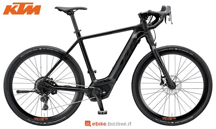 Una bici elettrica da strada KTM Macina Flite 11 CX5