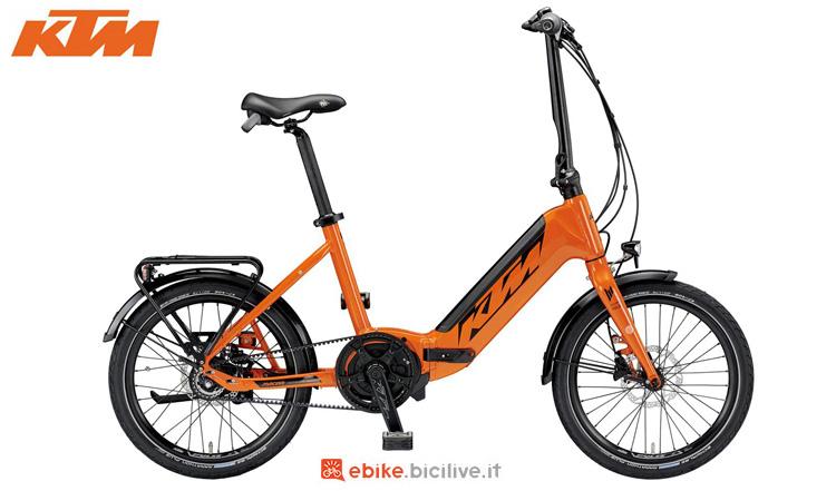 Una bici elettrica pieghevole KTM Macina Fold 8 A+5