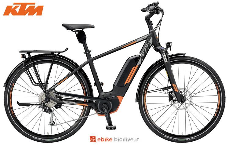 Una bicicletta elettrica KTM Macina Fun 9 CX5
