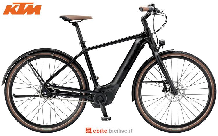 Una bicicletta elettrica KTM Macina Gran 5 P5