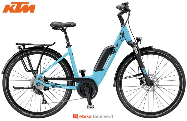 Una bicicletta a pedalata assistita KTM Macina Joy 9 A+5