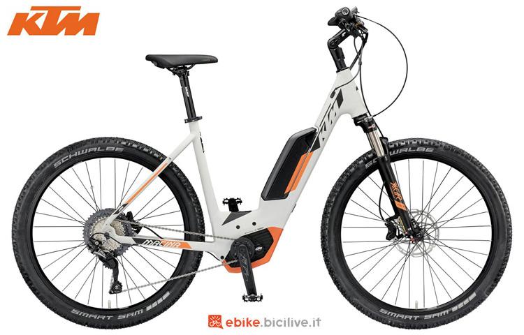 Una bici a pedalata assistita KTM Macina Scout 271