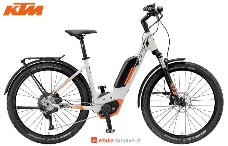 Una bicicletta elettrica KTM Macina Scout LFC