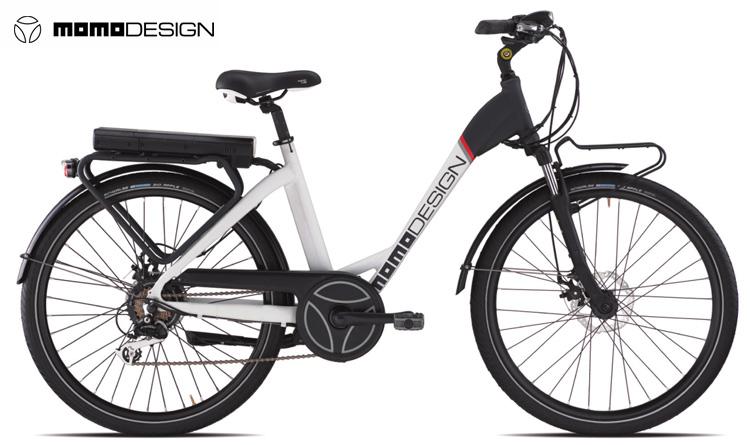 "Una bicicletta a pedalata assistita urbana MOMODESIGN City Bike Unisex 26"""