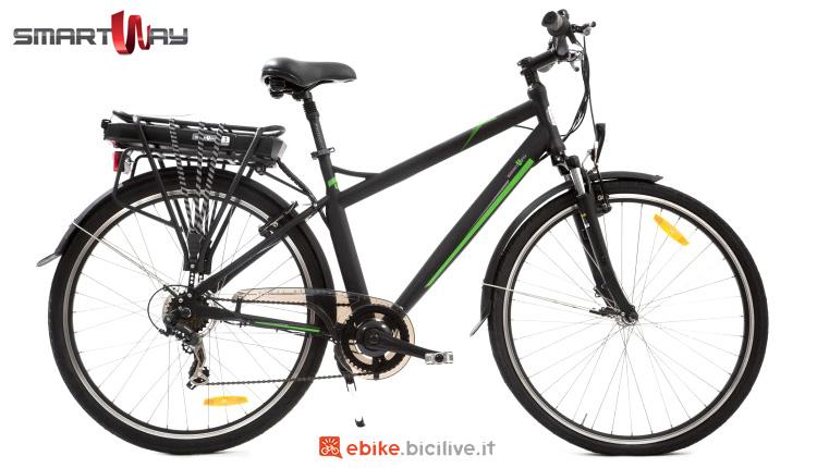 """Una ebike urban con ruote da 28"""" SmartWay City Bike Uomo C3"""