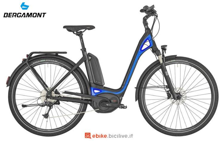 Una bici elettrica a pedalata assistita Bergamont E-Ville Deore 2019