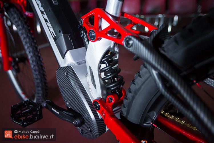 foto del telaio  la eMTB Fantic XF1 da downhill.