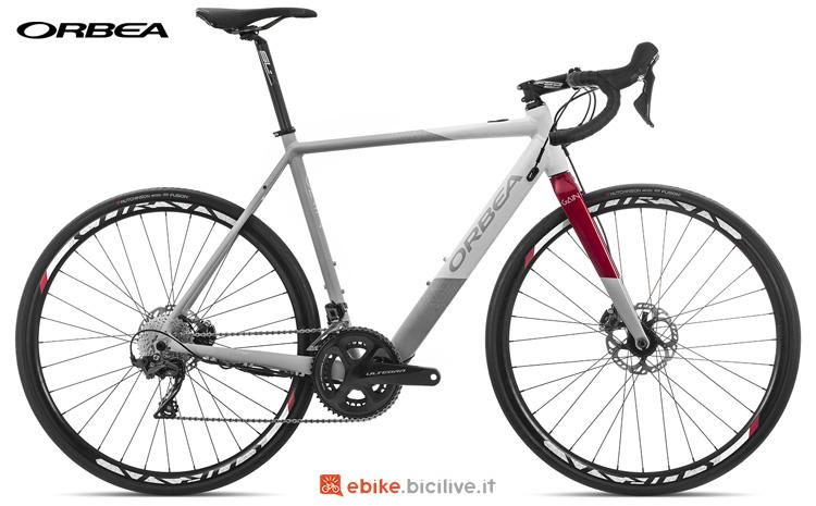 Una bici a pedalata assistita Orbea Gain D20