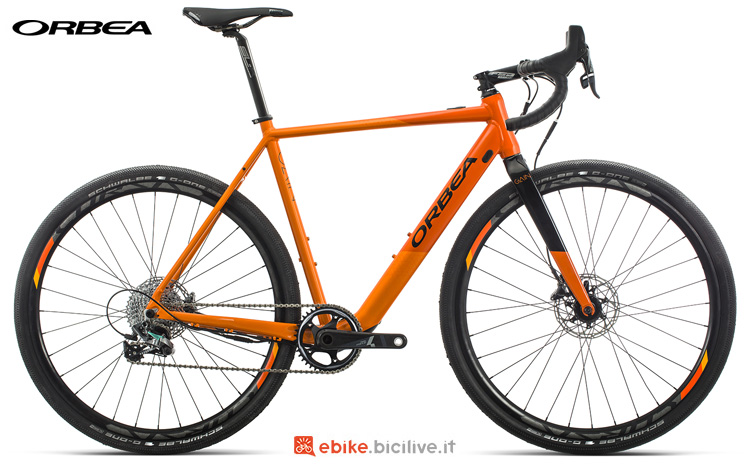 Una bicicletta elettrica da strada Orbea GainAllroad D21