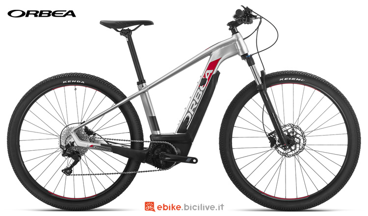 "Una bici elettrica Orbea Keram 29 15 19 con ruote da 29"""