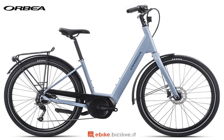 Una bici elettrica da città Orbea Optima E40