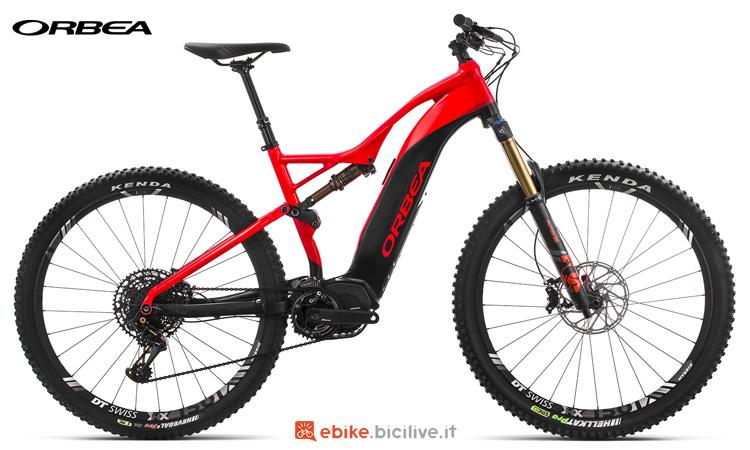 Una mountain bike elettrica Orbea Wild FS 150 10 S 2019