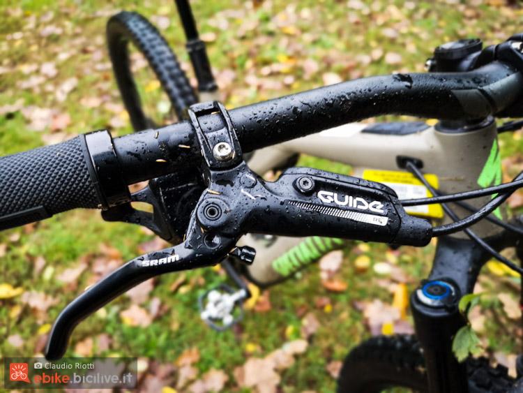 foto dei freni delle bici elettrica turbo levo