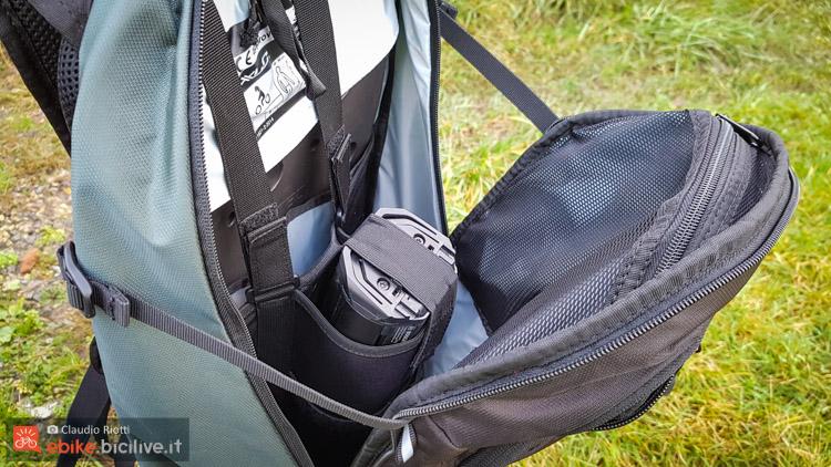 foto della tasca dello zaino ebike xlc