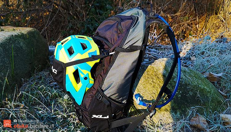 foto dello zaino xlc con casco