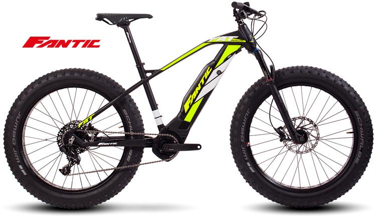 Una mountain bike a pedalata assistita con ruote fat Fantic FAT Sport Integra