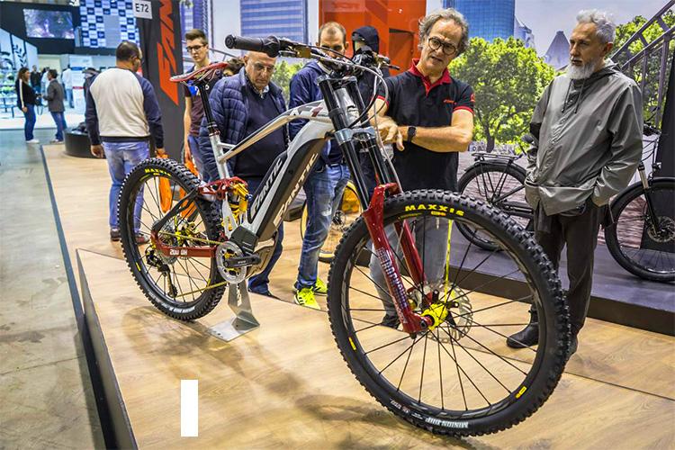 bici fantic integra esposta per l'eicma 2019 fiera ciclo e motociclo
