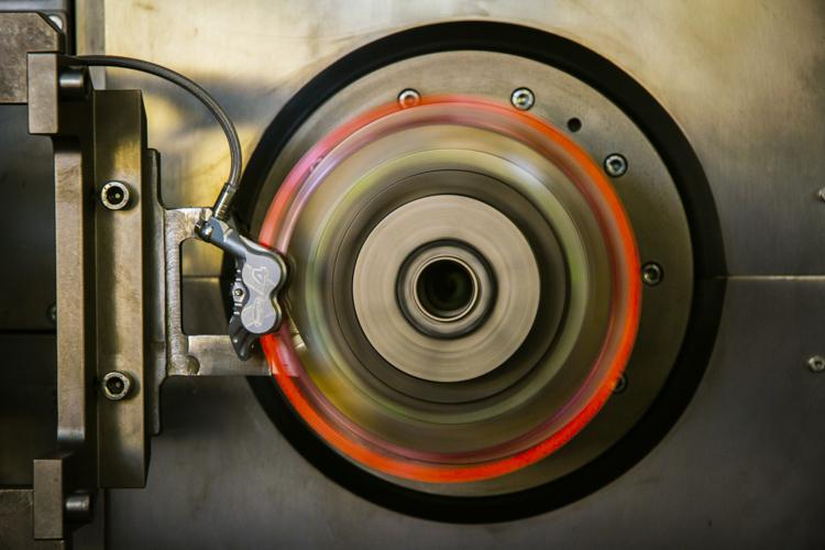 foto di Uno dei banchi prova utilizzati per testare i dischi Galfer.
