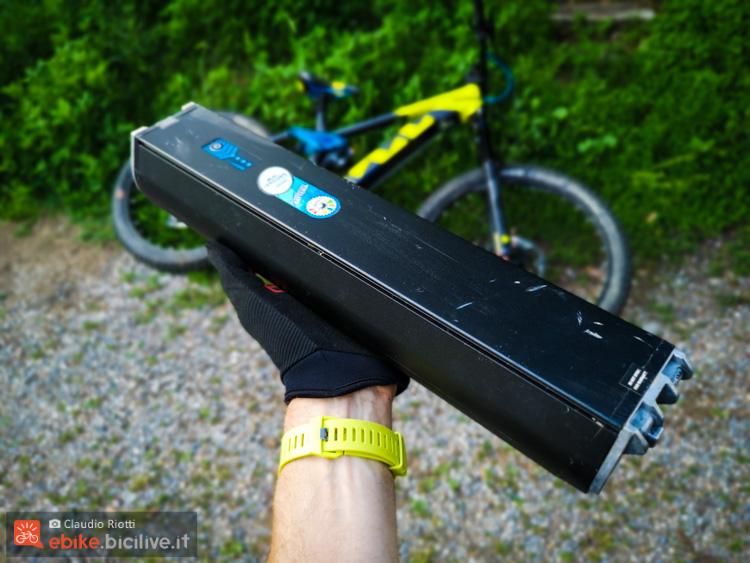 foto della batteria della husqvarna hc7