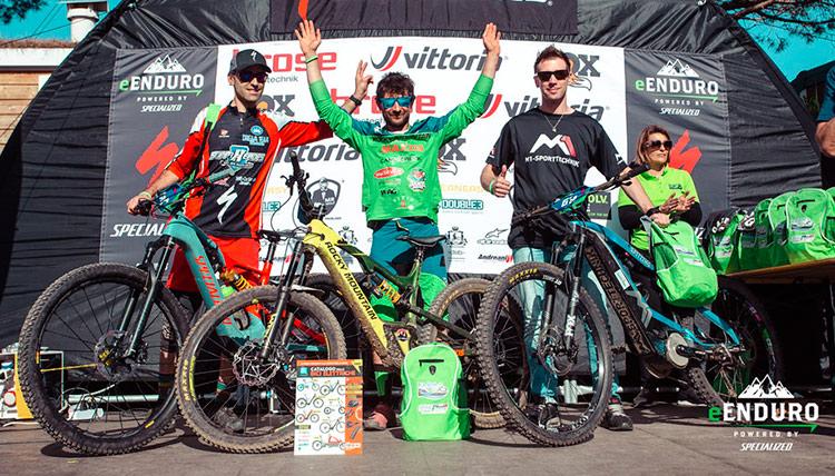 Paolo Filip (primo a destra) della Asd Montald Bike sul podio e-enduro