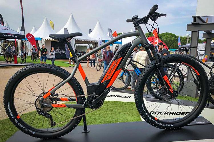 La Rockrider con motore Brose dovrebbe essere disponibile da settembre. Prezzo: 1.999 euro.