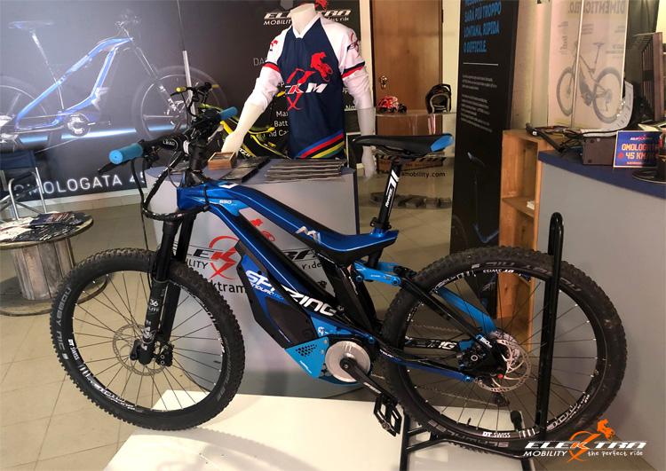 Una eMTB M1 all'interno dello showroom Elektra Mobility