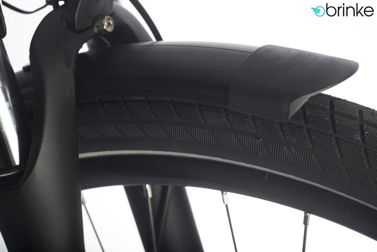 Dettaglio del pneumatico e del parafango della bici elettrica Élysée Evo Di2