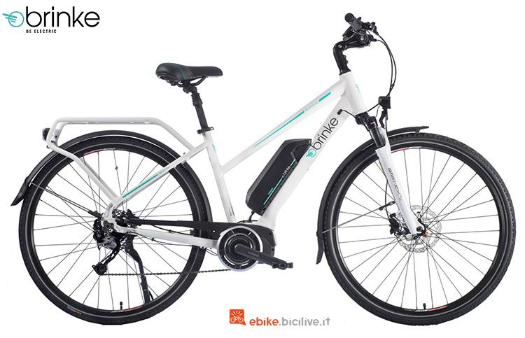 Una bici da trekking elettrica da donna Brinke Rushmore 2 Deore Comfort
