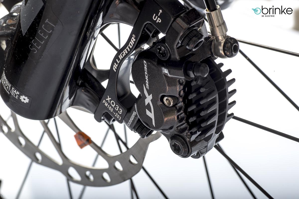 I freni a disco idraulici Shimano XT a 4 pistoncini equipaggiati sulla e-MTB Brinke X5R+ Race 2020