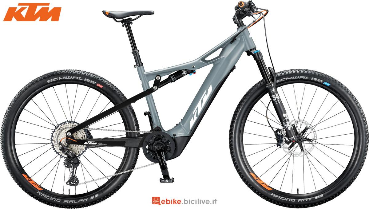 Una bici elettrica biammortizzata KTM Macina Chacana 291