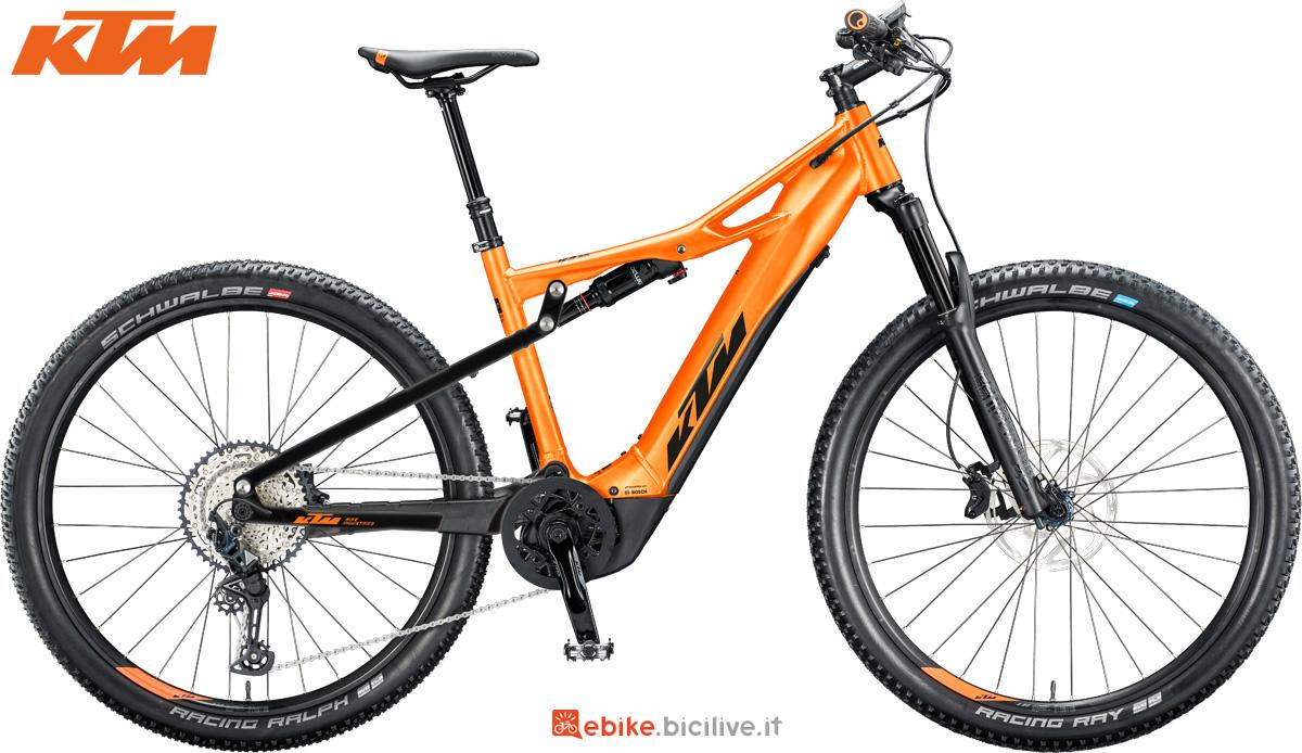 Una bici elettrica full suspended KTM Macina Chacana 293