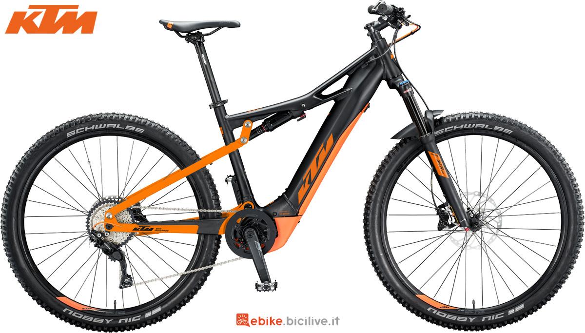 Una mountain bike elettrica KTM Macina Chacana 294