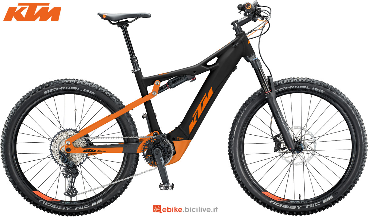 Una mountain bike elettrica full suspended KTM Macina Lycan 271
