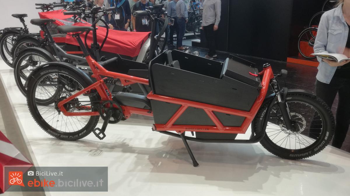 Una ebike cargo a pedalata assistita Riese & Muller Load 60