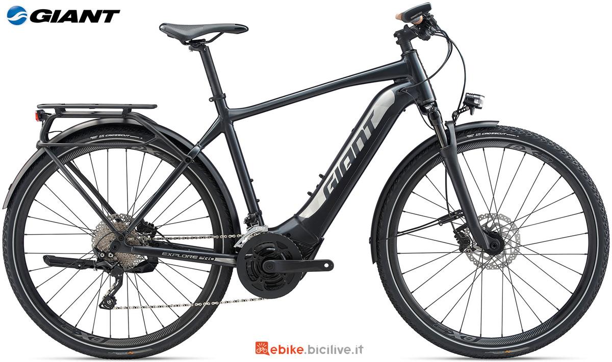 Una bici a pedalata assistita Giant Explore E+ 1 PRO GTS