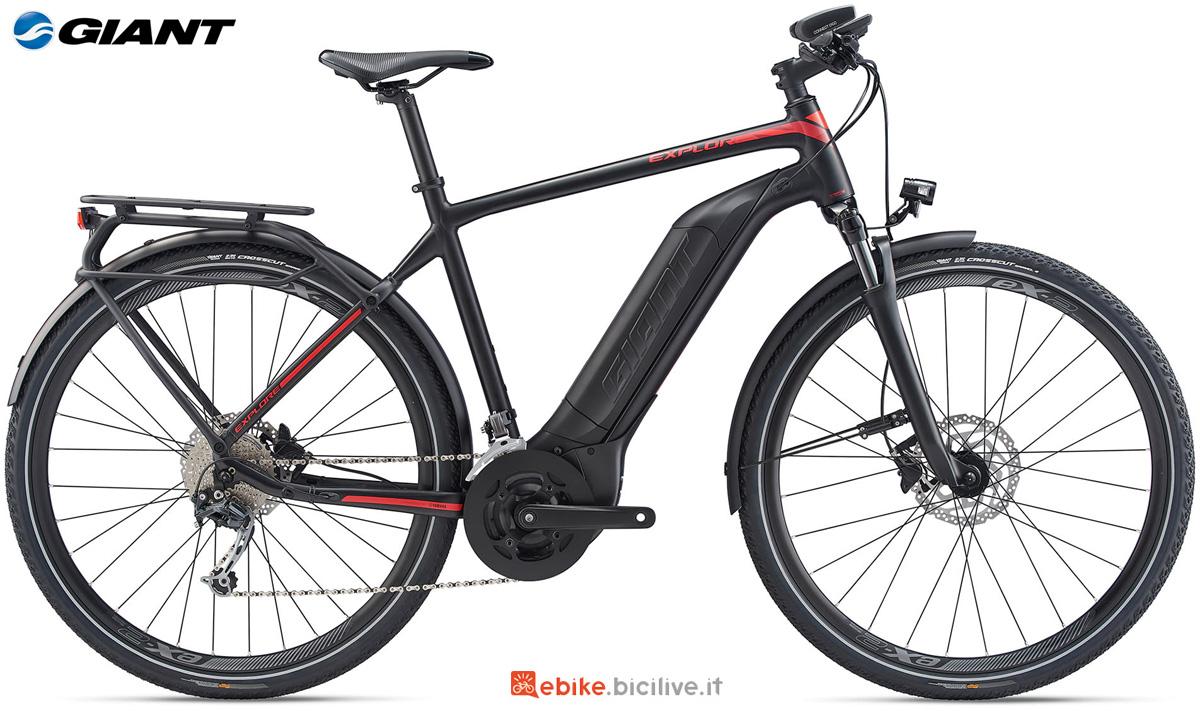 Una bici elettrica Giant Explore E+ 2 GTS gamma 2020
