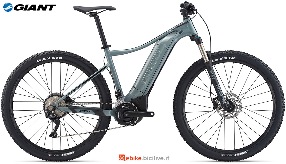 Una mountain bike elettrica Giant Fathom E+ 2 29 gamma 2020