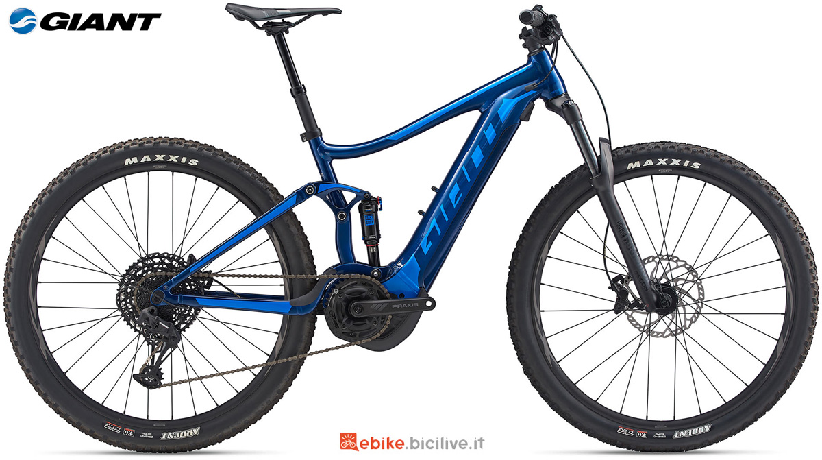 Una mountain bike elettrica full suspended Giant Stance E+ 1 PRO 29