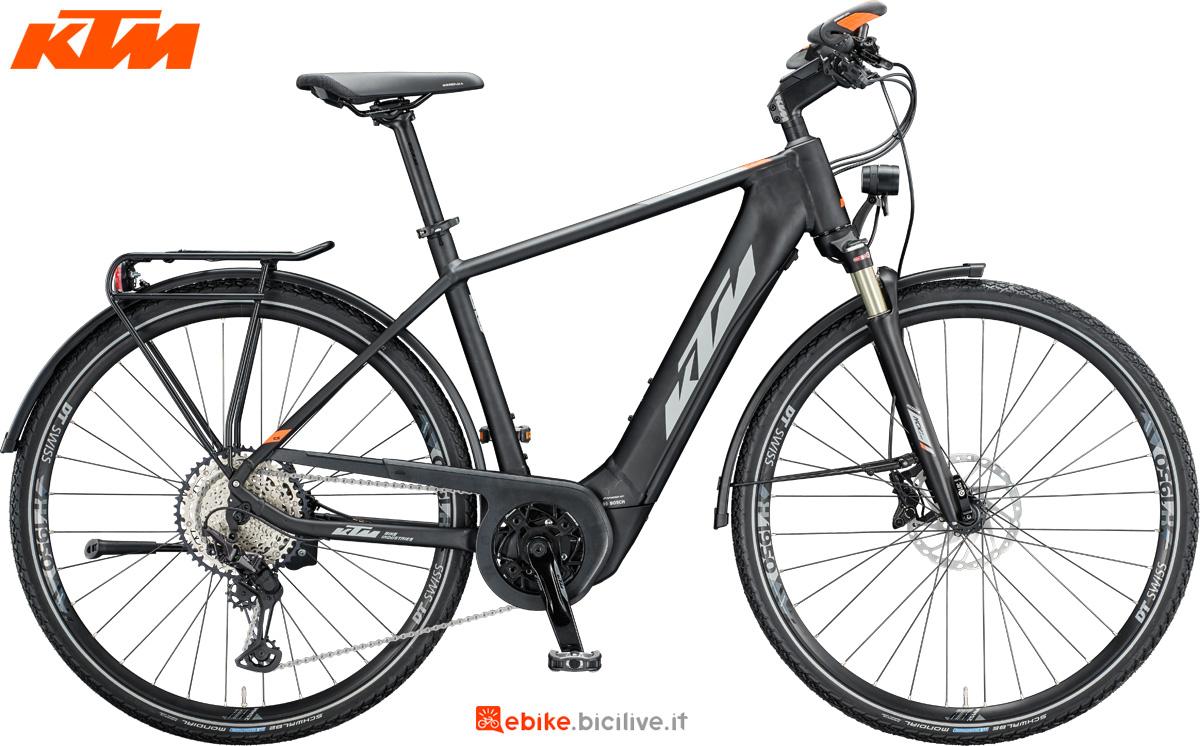 Una bicicletta elettrica KTM Macina Sport 610 nella versione da uomo