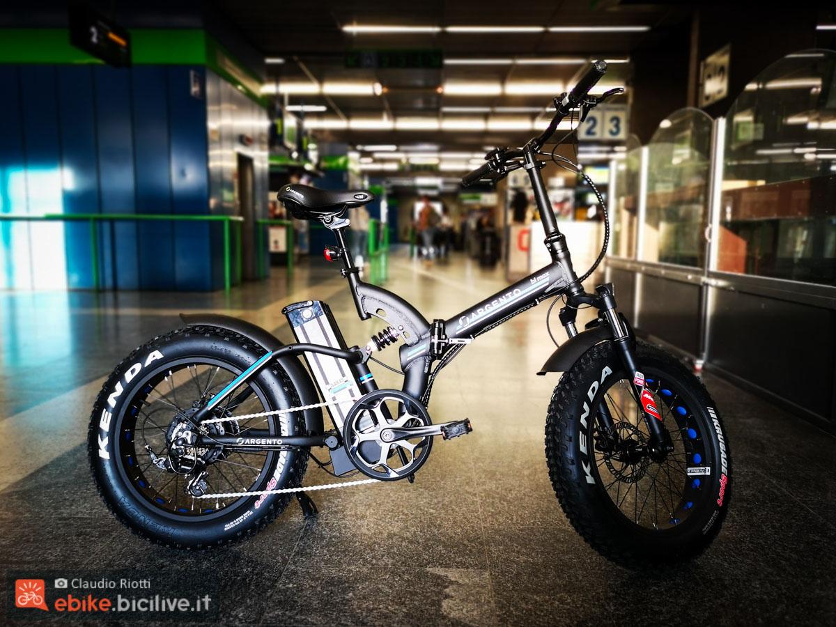 foto della e-fat biammortizzata pieghevole Argento bike bi max