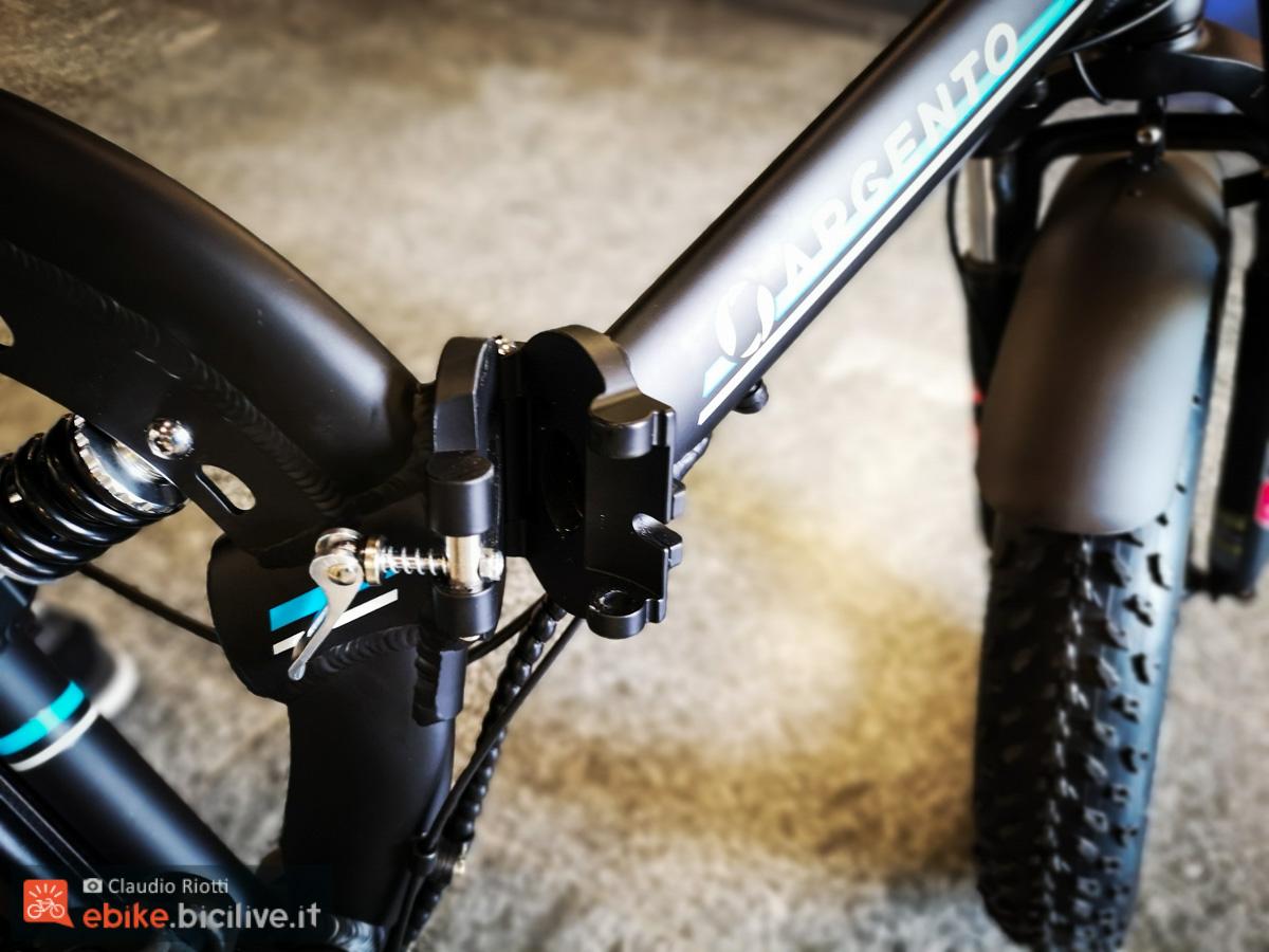 foto della e-fat biammortizzata pieghevole Argento bike bi max e lo sgancio
