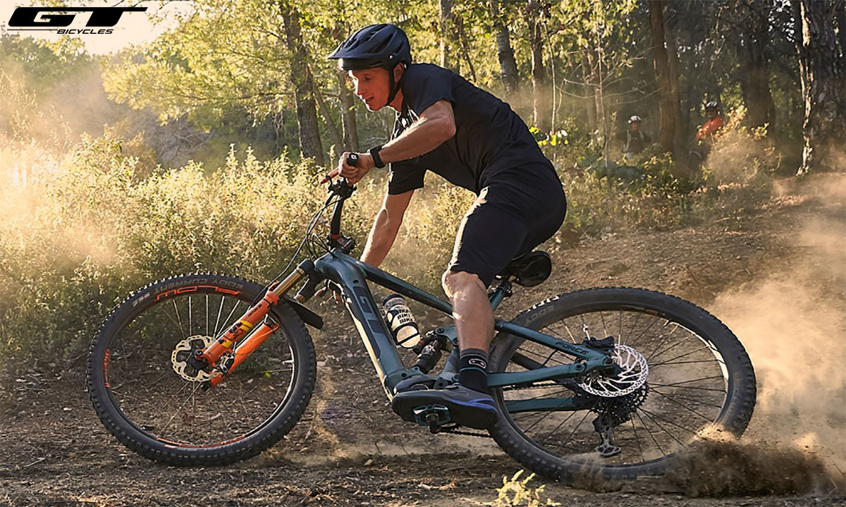 La bici Force GT-E in azione nei boschi