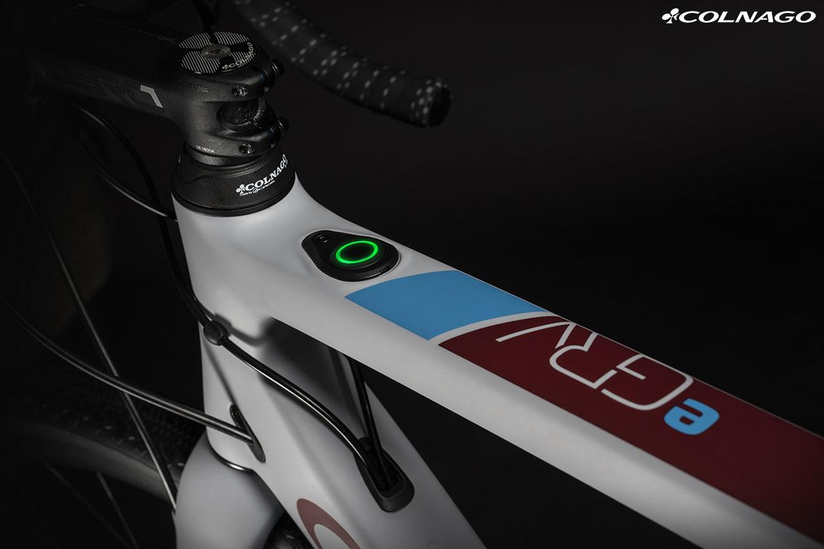 La bici ebike di Colnago eGRV 2020 con il motore inserito all'interno del mozzo