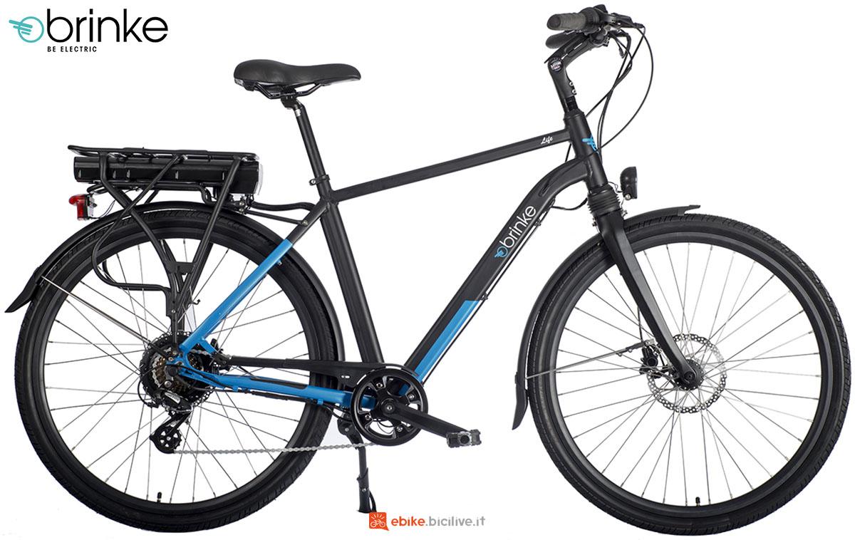 Una bicicletta a pedalata assistita Brinke Life Sport