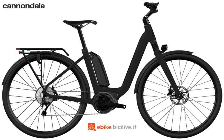Una bicicletta con assistenza alla pedalata Cannondale Mavaro Active City modello 2020