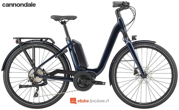 Una bici a pedalata assistita Cannondale Mavaro Neo City 1