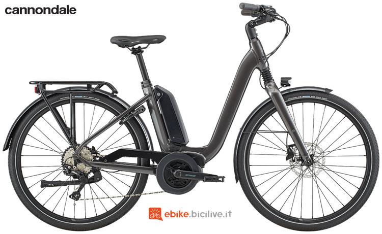 Una bicicletta elettrica Cannondale Mavaro Neo City 3