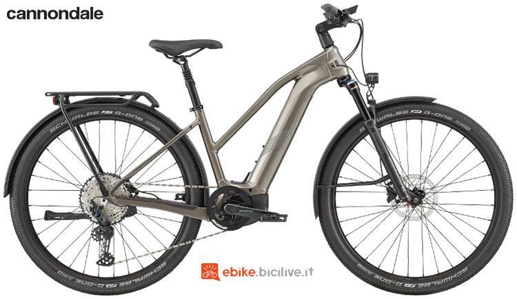 Una bici elettrica urban e trekking Cannondale Tesoro Neo X 1 Remixte gamma 2020