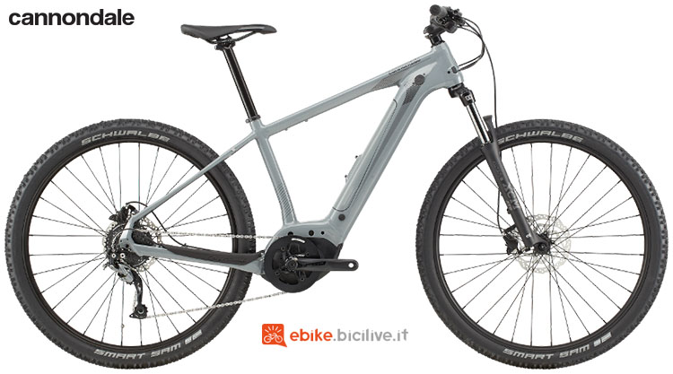 Una mountain bike elettrica hardtail Cannondale Trail Neo 3